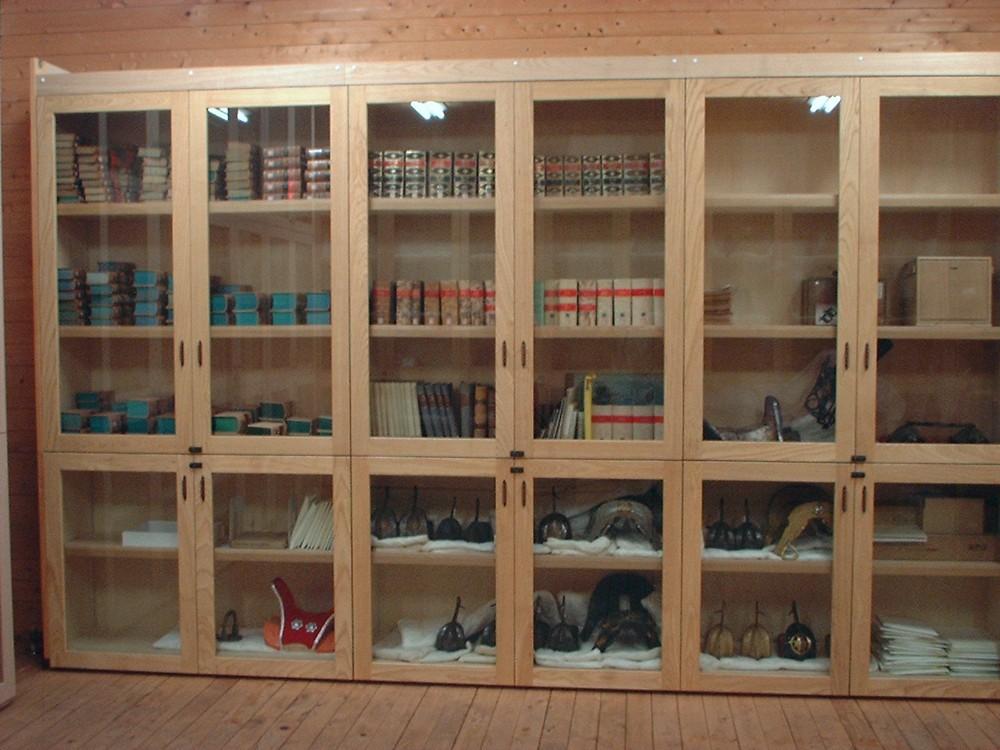 馬の博物館の収蔵庫家具