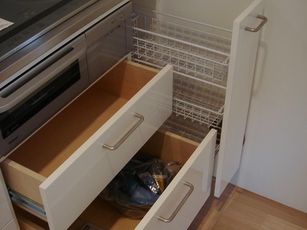 鏡面ホワイト仕上げのオーダーキッチン