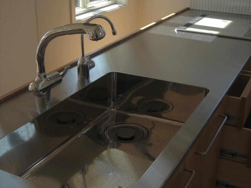 ナラ無垢材とステンレスのオーダーキッチン