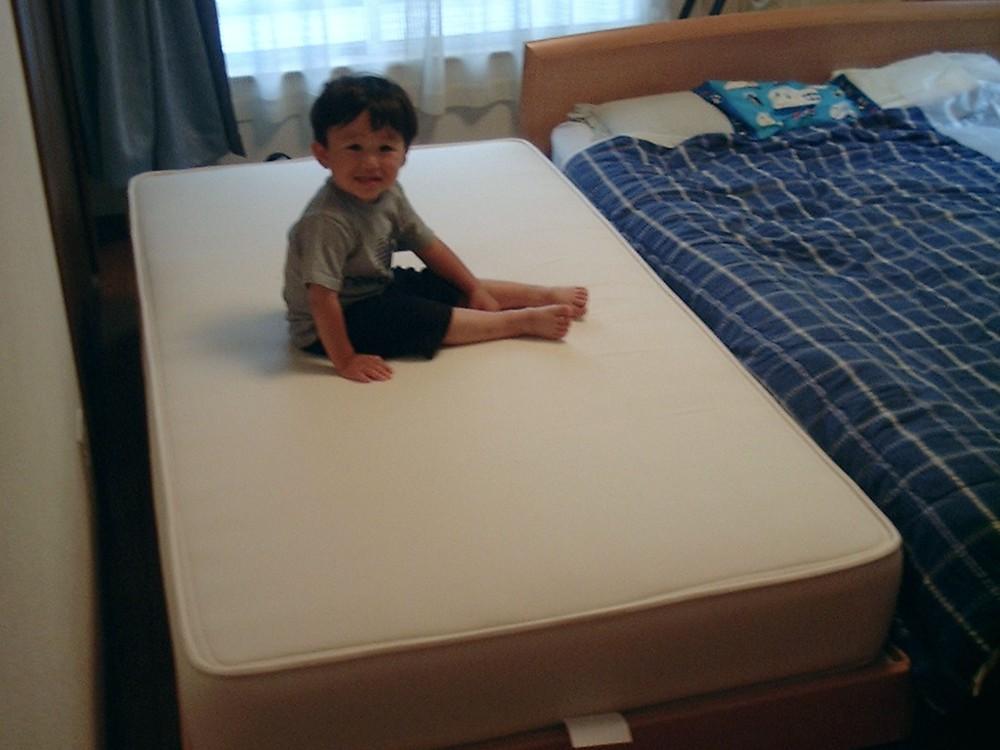 ブナのシンプルなベッドフレーム