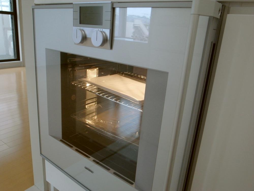 白い人工大理石を使ったオーダーキッチン