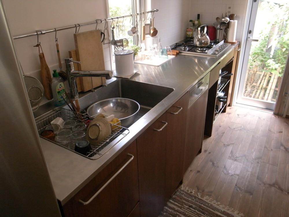 ダークオークとステンレスのI型キッチン
