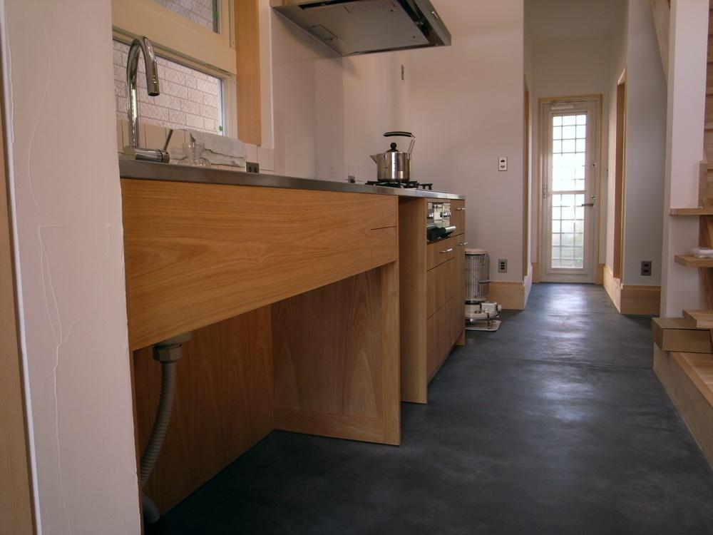 タモとステンレスの和風なキッチン