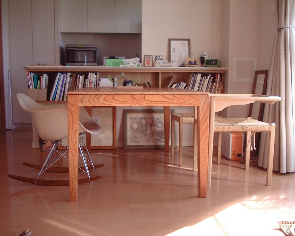 けやきのモダンなダイニングテーブル