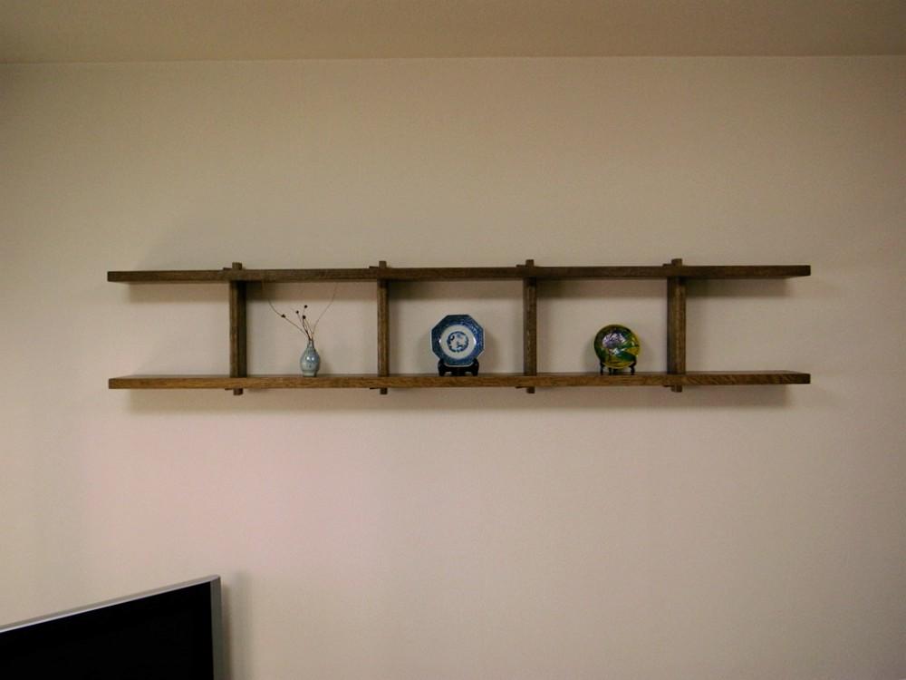 梯子を横にしたようなナラの飾り棚