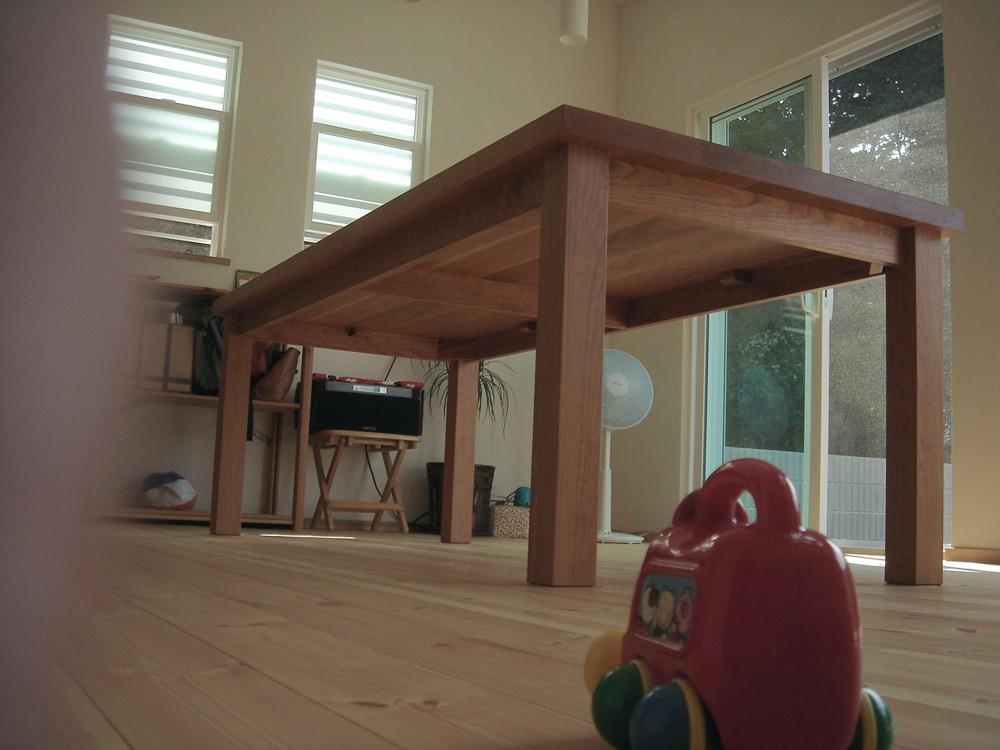 長さ2メートルのブラックチェリーのダイニングテーブル