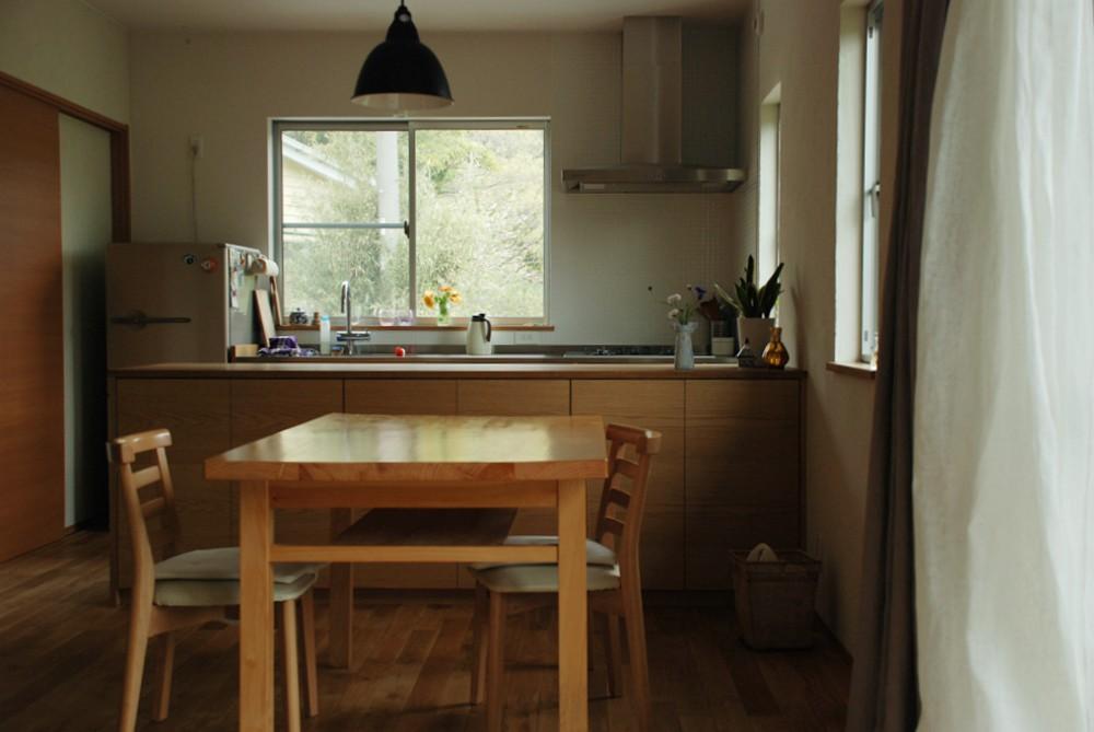 ナラとステンレスのキッチンとアイランドカウンター