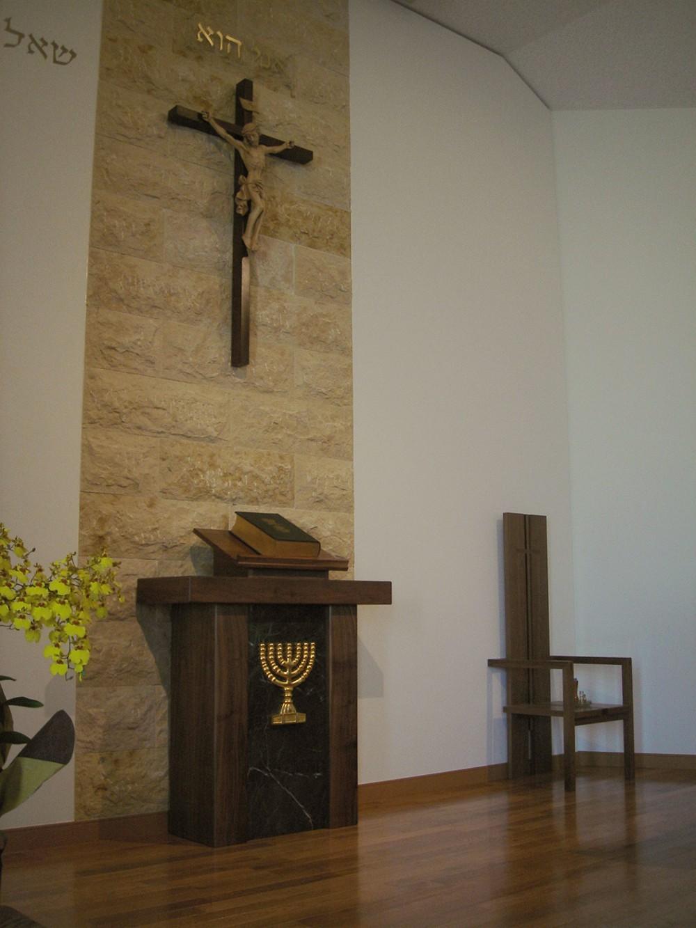 ウォールナットで作る教会の聖書台