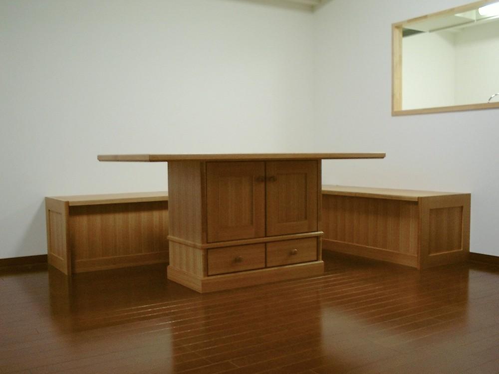 ナラのクラシックなテーブルとベンチチェスト