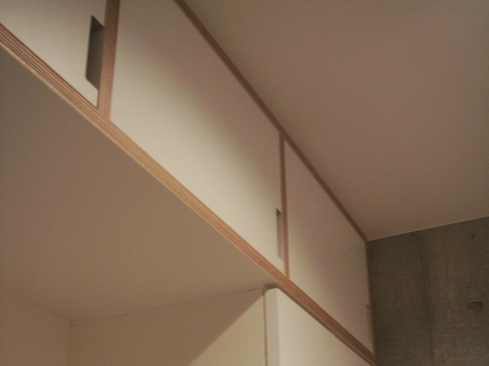 積層合板と、ホワイトマット化粧板で作る玄関吊戸棚