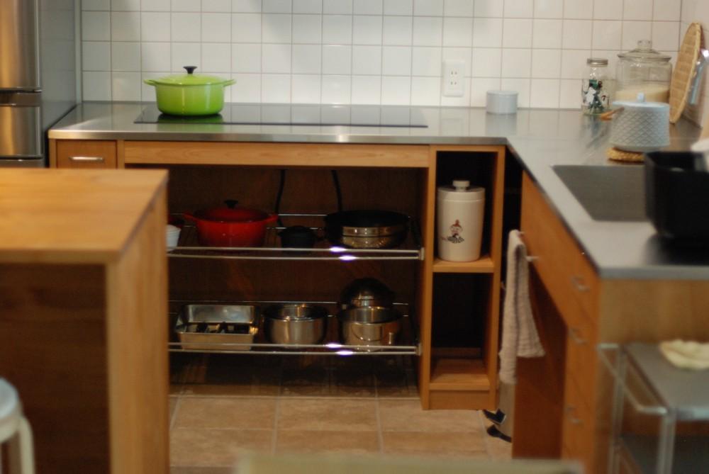 アルダーとステンレスのL型キッチン