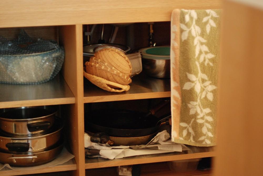 オーク柾目とコーリアンホワイトのセパレートキッチン