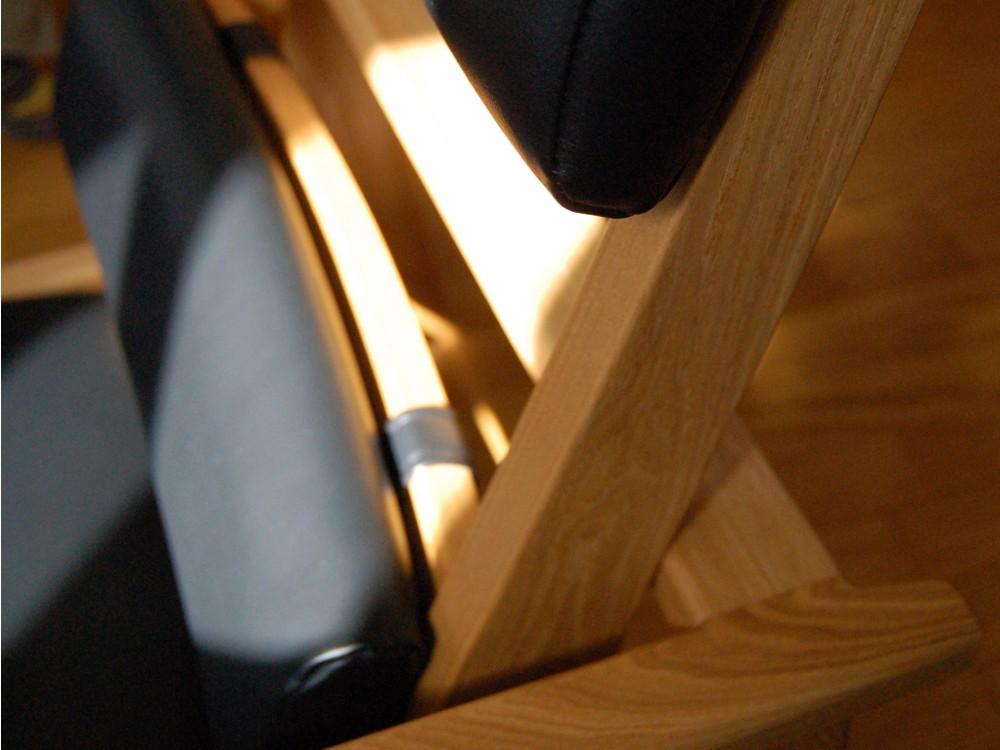 タモと黒いレザーの座椅子