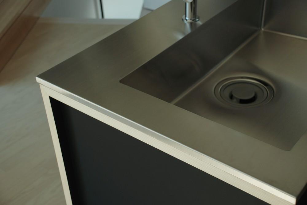 ホワイトアッシュと黒ペンキ仕上げのオーダーキッチン