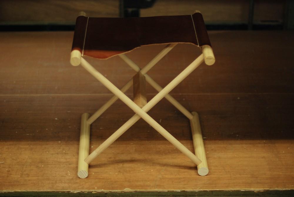琵琶奏者のための折りたたみ椅子