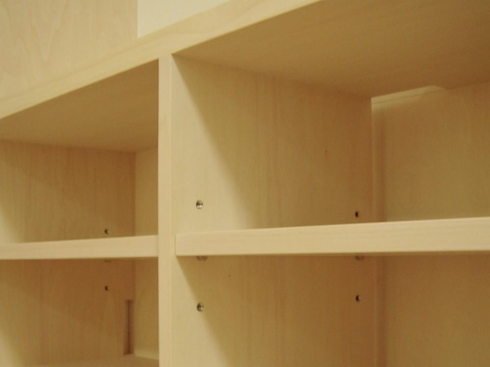 シナ合板で作るリビング壁面本棚
