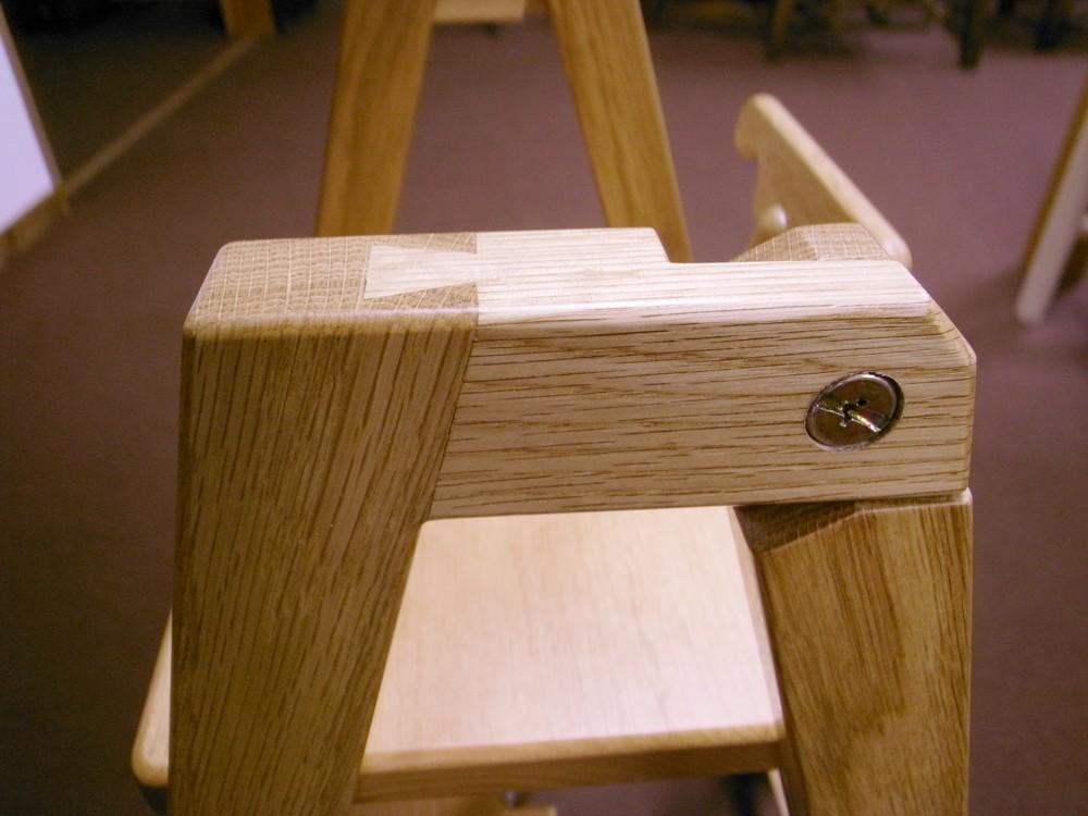 ナラとアルダーで作る折り畳み脚立