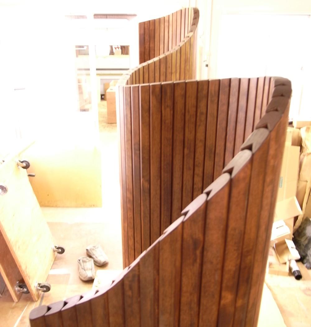 アルダーの棒で作る可動式パーテーション