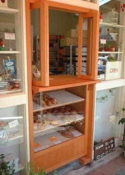 路面販売のパン屋さんのカウンター