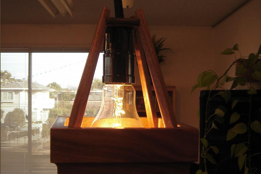 四角い木製ペンダントライト