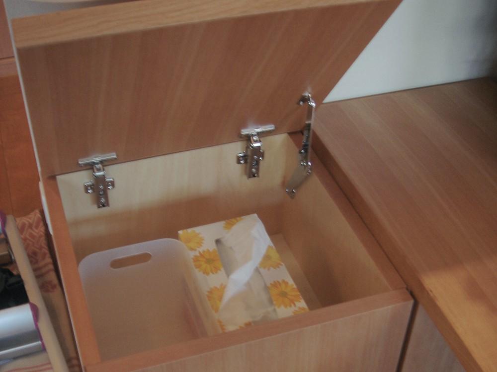 カバで作る壁ピッタリの食器棚と収納付テーブル