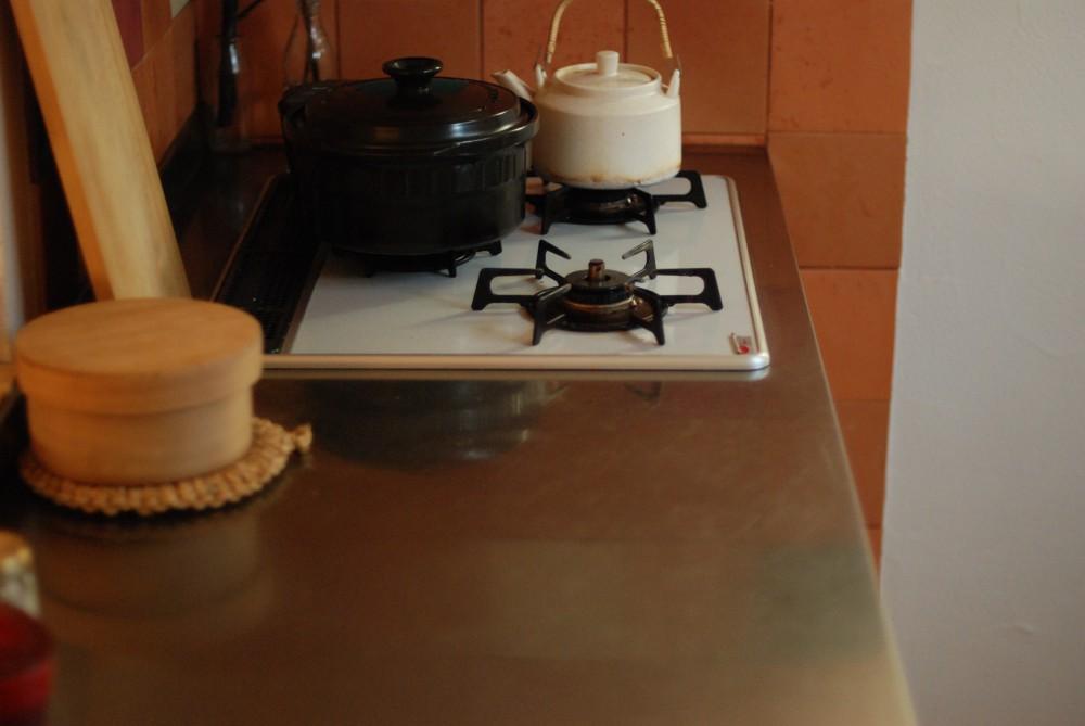 アルダーとステンレスのI型キッチン
