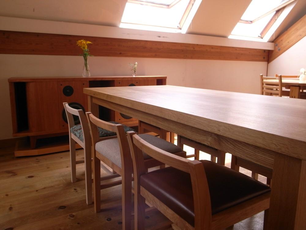 厚み42mmの天板のナラのダイニングテーブル