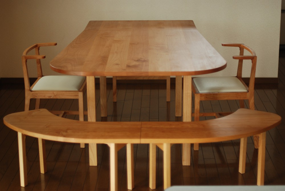 アルダーのエクステンションテーブルとベンチとチェアのセット