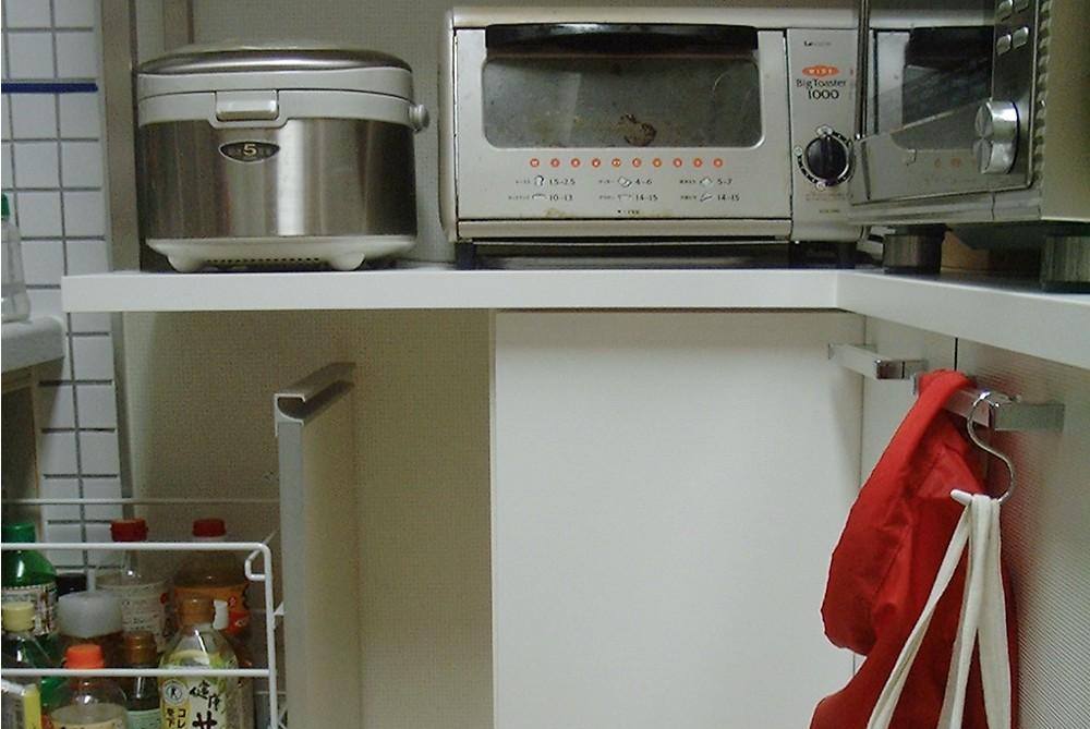 引戸を活かしてL型の食器棚を作る