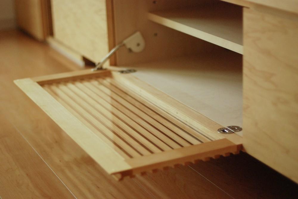 メープルと学習机とテレビボード多一体になった壁面収納
