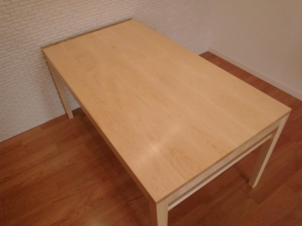メープルのマガジンラック付ダイニングテーブル