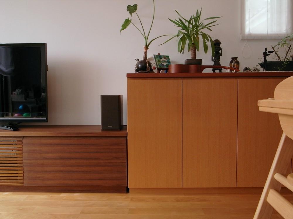 チークの格子扉のテレビボード