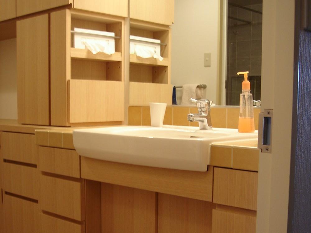 洗面所とトイレをモダンな空間にリフォーム