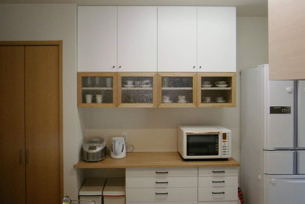 タモとホワイトペイントとアイアンを使った食器棚