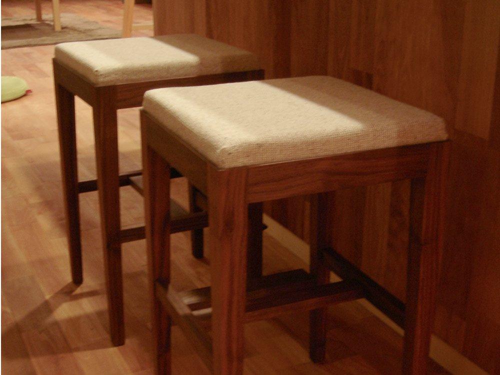 座面が洗えるウォールナットのハイチェア