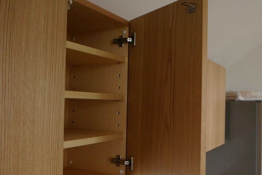 オークのセパレートタイプの食器棚
