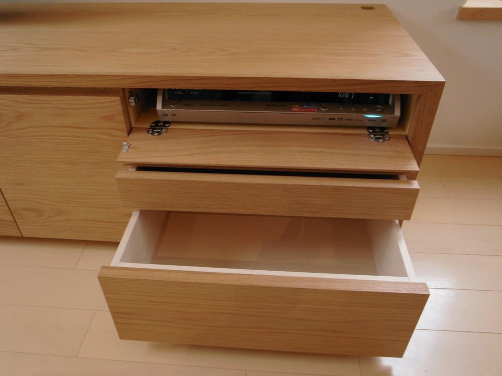 ナラのテレビボードとルーター収納