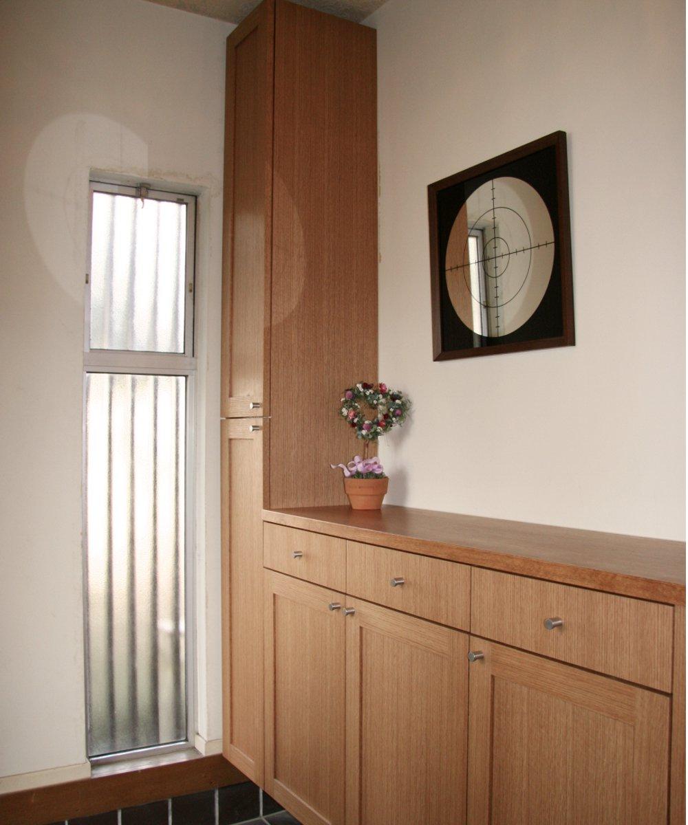 ナラ柾を使ったスリッパラックのある玄関収納