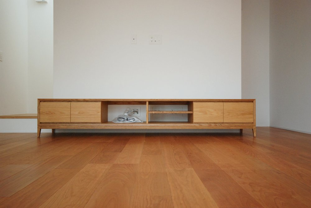 オークの背の低いテレビボード