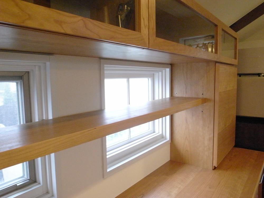 カフェのようなチェリーを使った食器棚