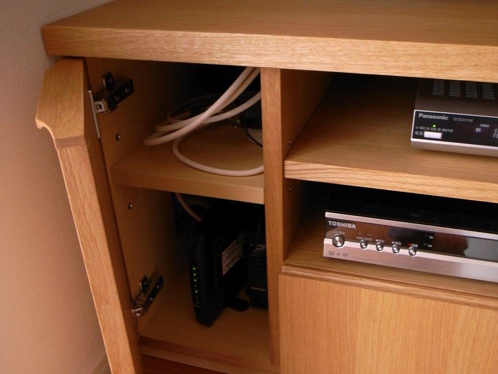 オーク柾目のテレビボードとテーブルトップ