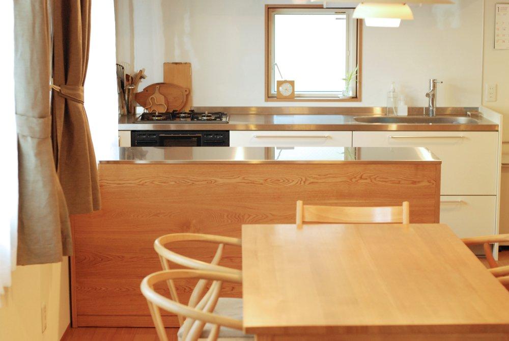 ナラとステンレスのキッチンアイランドカウンター