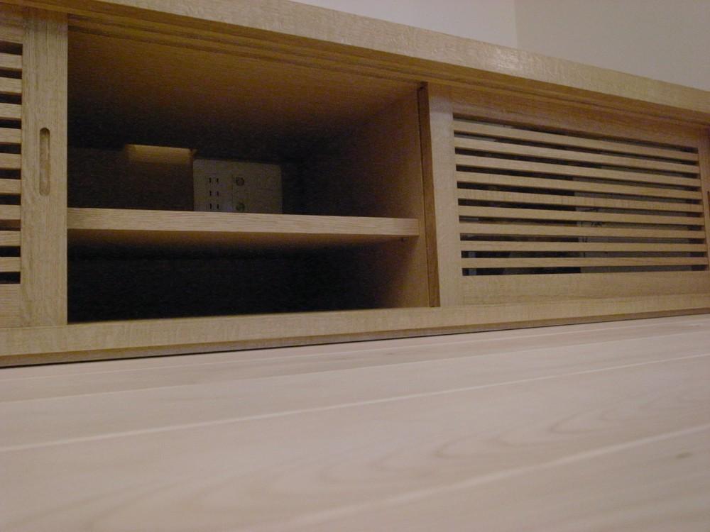 ナラの引き戸のあるテレビボード
