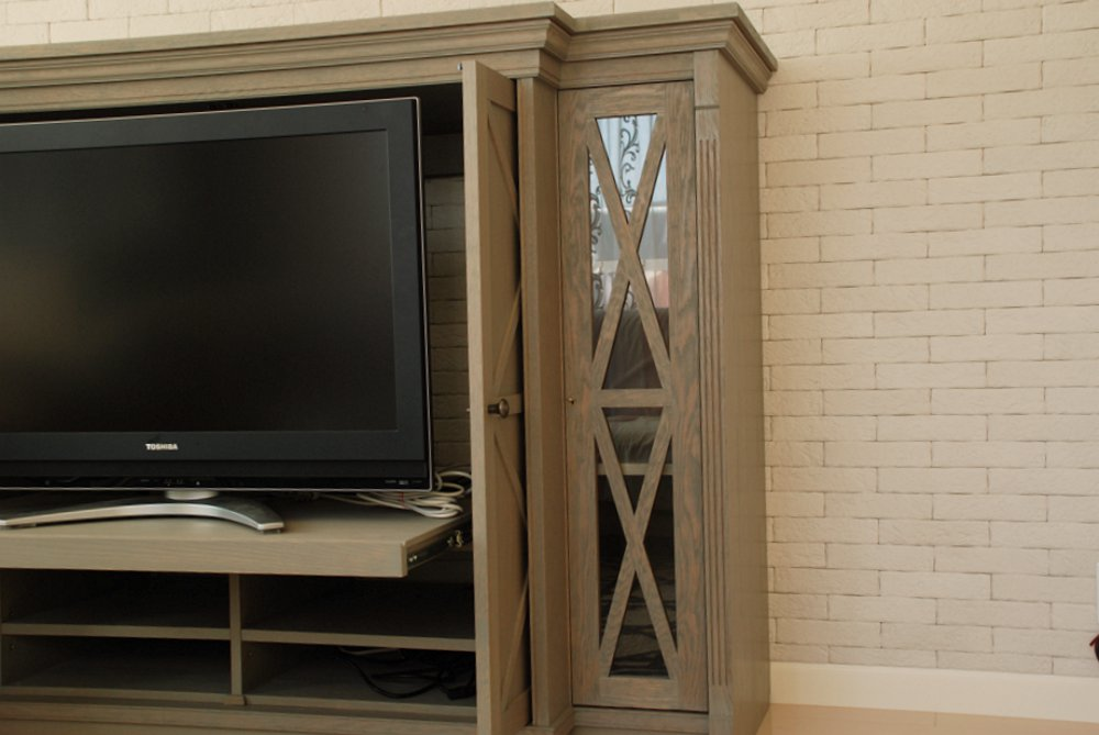 マントルピースのようなオークのテレビボード