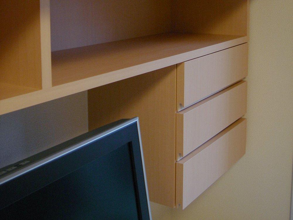 メープル色の面材のテレビボード