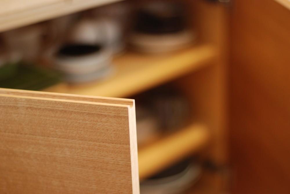 オーク柾目のカップボードとダイニングテーブル