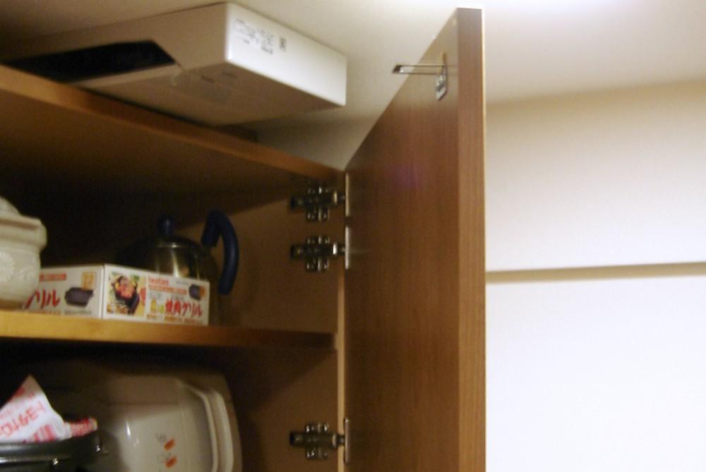 アメリカンチェリーを使った食器収納