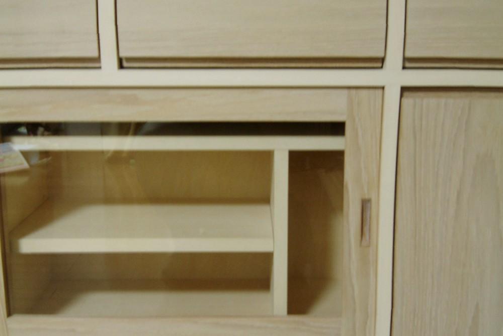 シナとオークを2色を使った両面使いの食器収納