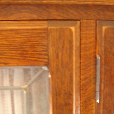 オーク材を使ったアンティーク仕上げの壁面収納デスク