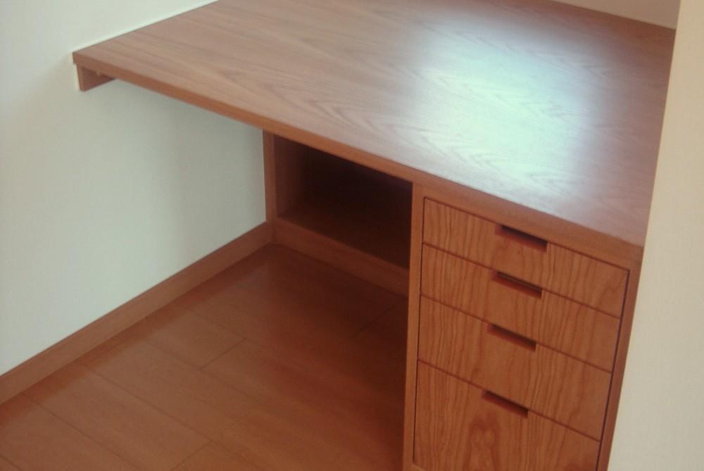 オークとチェリーの2色を使ったオーダー家具